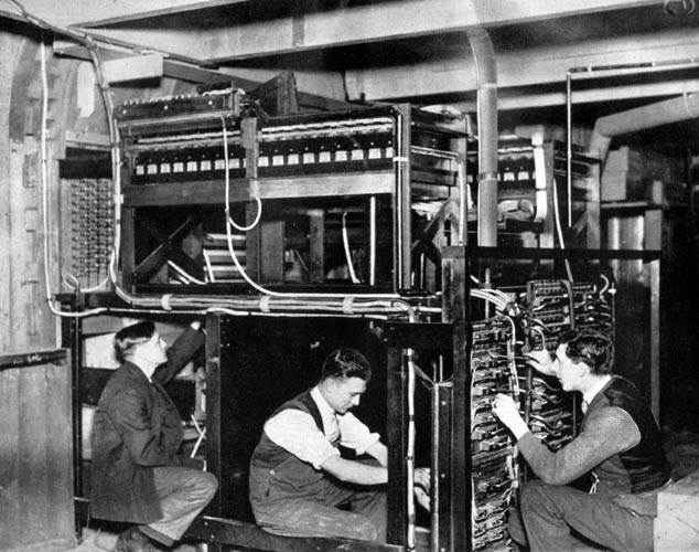 Willis workers connect the new console